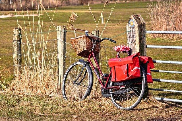 jízdní kolo s košíkem.jpg