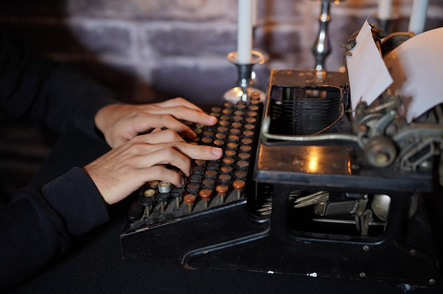 starožitný psací stroj.jpg