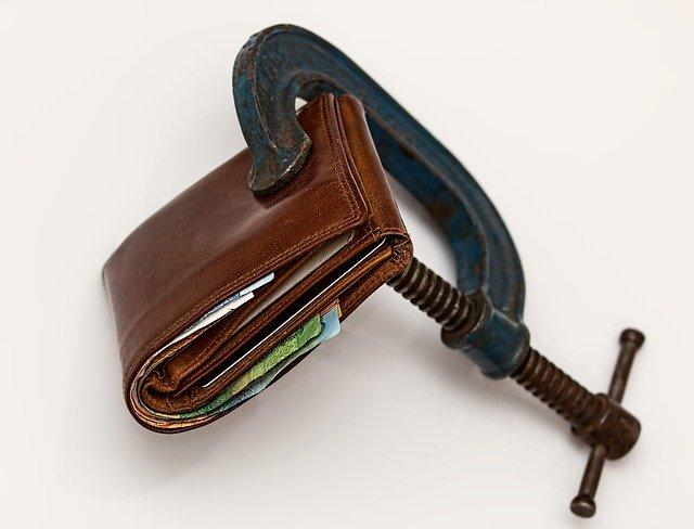zmáčknutá peněženka.jpg