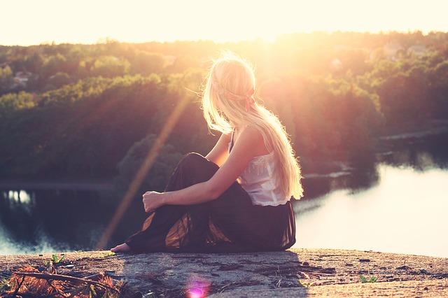 slunce nad blondýnou