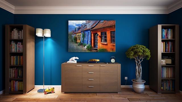 tmavě modrá stěna