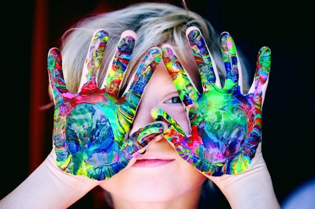 dítě, barvy, barevné ruce